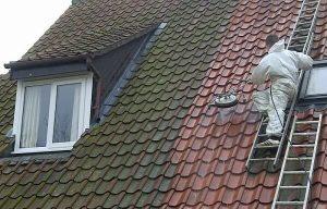 Étapes de nettoyage de toiture : Nos guides sur le nettoyage des toitures