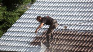 étapes de nettoyage de toiture